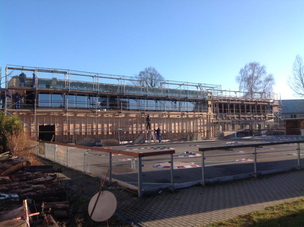 Turnhalle Ruppendorf Fassade wird vorm Winter komplett geschlossen